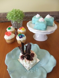 Pretty cakes and cupcakes all dressed up!
