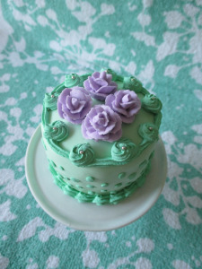 Mint Julep Cupcake with Love Me Lavender Roses.